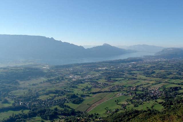 Vue aérienne du lac du Bourget